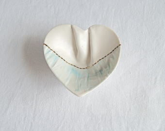 RUCHED No3 freeform porcelain heart ring dish, button feet, blue white gold