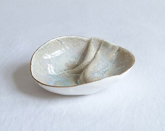 GATHERED No1 porcelain linen jewellery bowl, white beige gold
