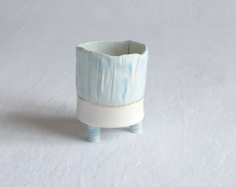RUCHED No9 porcelain votive, three feet, blue white gold