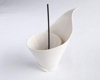 Spiral LILY porcelain incense holder / scented sticks holder