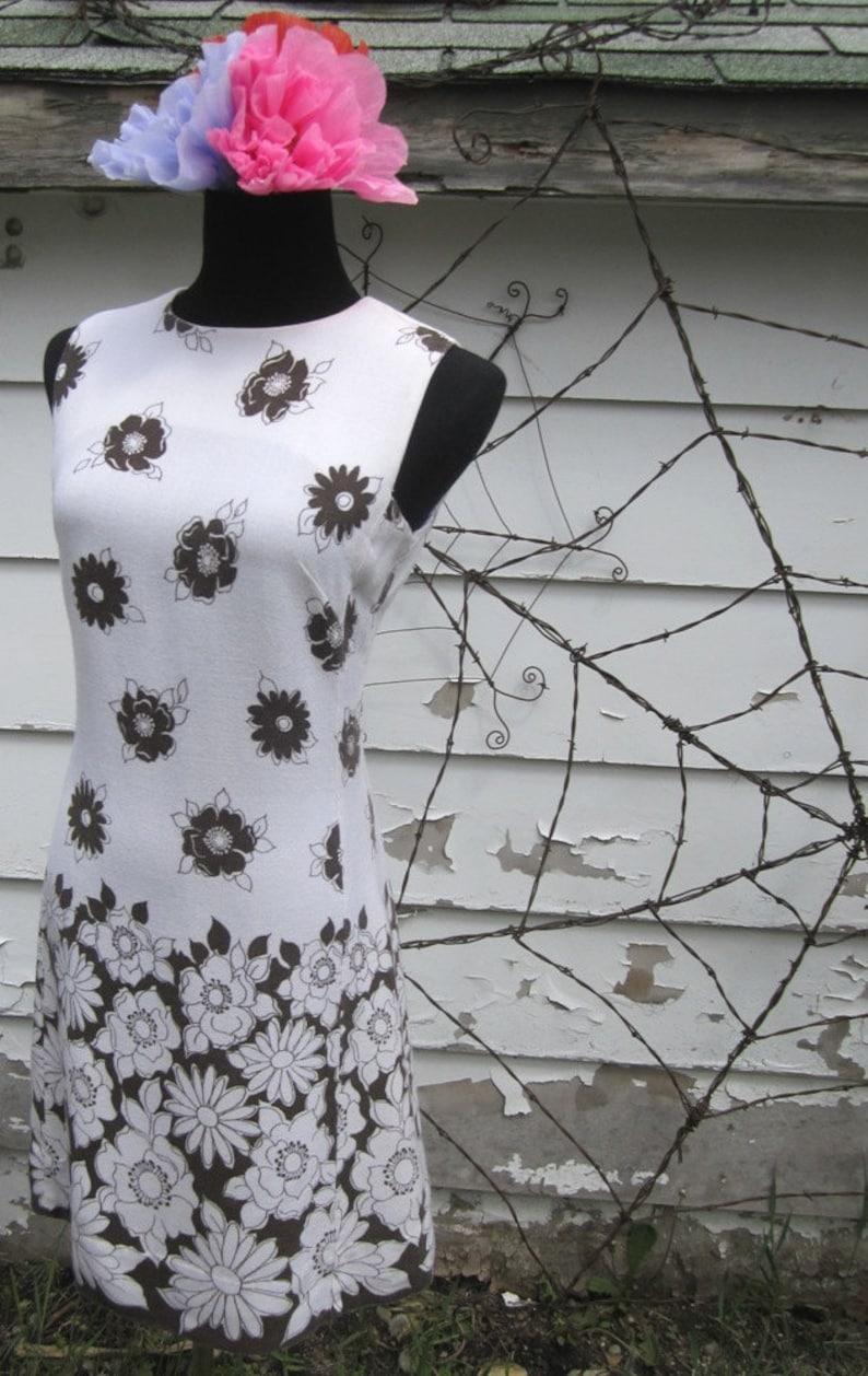 Vintage 1960/'s Mr.Simon Linen Mod White /& Brown Floral Wiggle sleeveless Sundress