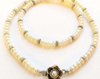Pearl necklace with flower clasp