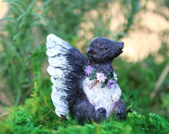 """Flower the Skunk 1.25"""" Tall"""