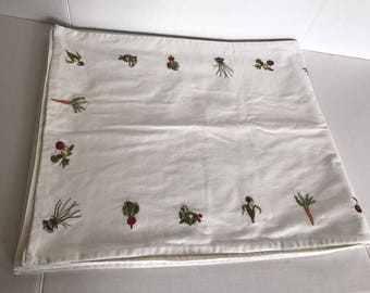 """Vintage Farmhouse Embroidered Vegetable Table Runner Carrots Corn 86"""" x 18"""""""