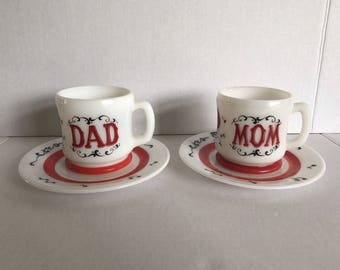 Vintage Hazel Atlas Red White Singing Pair Of Mom And Dad Mugs And Saucers