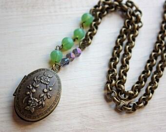 Locket -- Vintage Inspired -- The Violet