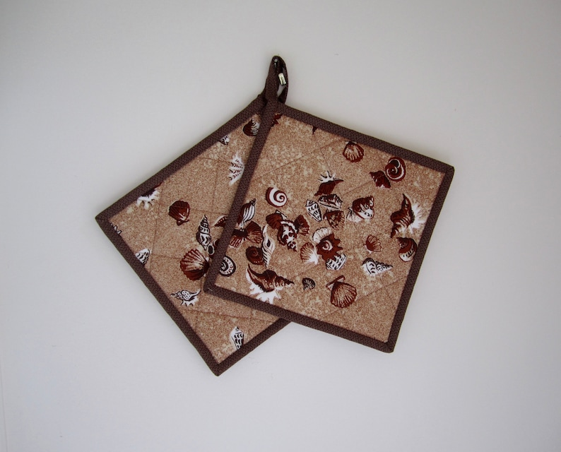 Beach /& Shells Set of 2 Hotpads Quiltsy Handmade Beachhouse Potholders Quilted Potholders Summer Brown Fabric Trivets