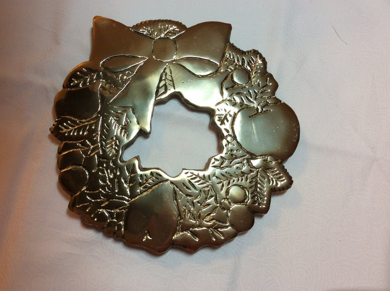 Vintage Brass Trivet Kitchen wall Hanging,art Holiday Wreath Hotpad fruit wreath with Bow Signed Makers mark Ruboi 81 Solid Brass