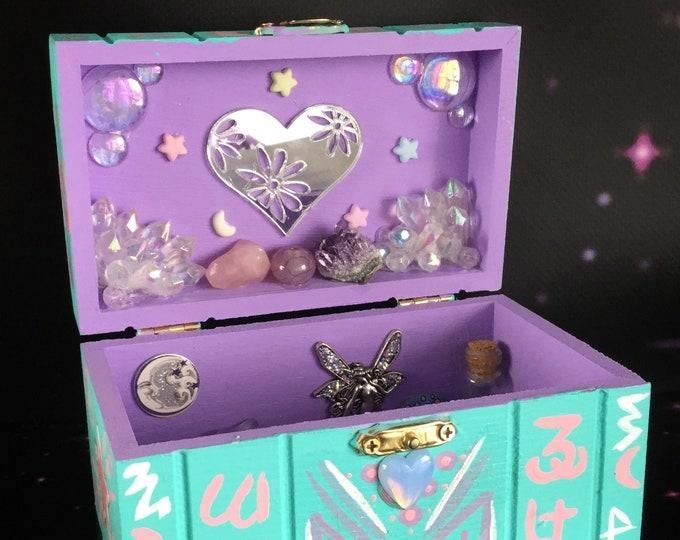 Pastel Crystal Trinket Box, Momento storage box, Alien Hieroglyph