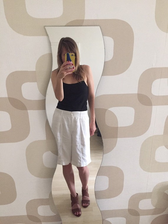 Chic Tailored 90's Knee Length White Linen Shorts-