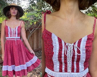 Vintage 1970s Gunne Sax Style Red Cotton Calico Floral Print Prairie Dress with Lace Trim