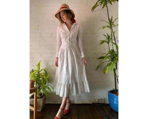 Vintage White Cotton Embroidered Victorian Long Sl