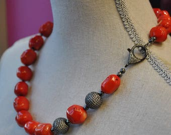 SIMPLE CORAL - coral and rhinestones asymmetric necklace