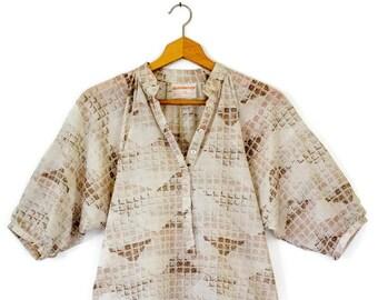 7e424fae331dc Vintage 1970 s Brown   Beige Geometric Print 3 4 Sleeve Peasant Top Blouse  by DonnKenny Neutral Size 11 12 Women s Shirt Bohemian Hippie