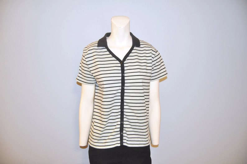 Vintage 1990/'s Pale Mint Green Short Sleeve Collared V-Neck Shirt with Black Stripes Women/'s Size Small Button Front Cotton Top Blouse