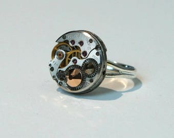 Ring shows 50's and Swarovski rose copper