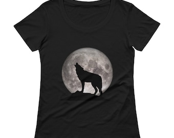 Ladies' Scoopneck Howling Wolf Full Moon T-Shirt
