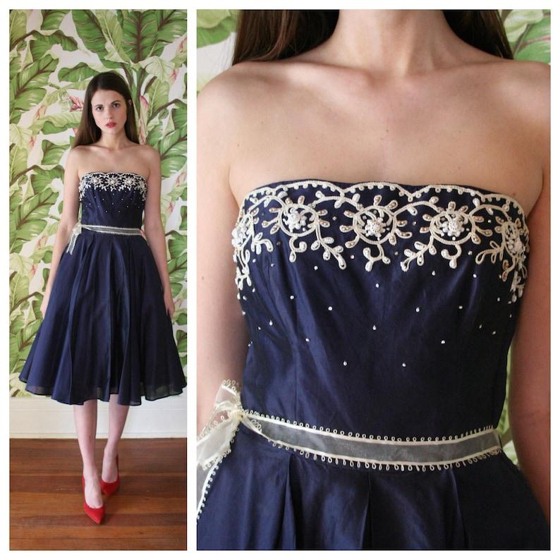 1950 Couture Kleid Fllco Abend Cocktail Kleid Navy Blau 3D weiße Perlen KleidBraut Party Kleid Bridesmaid 50er Jahre Party Kleid