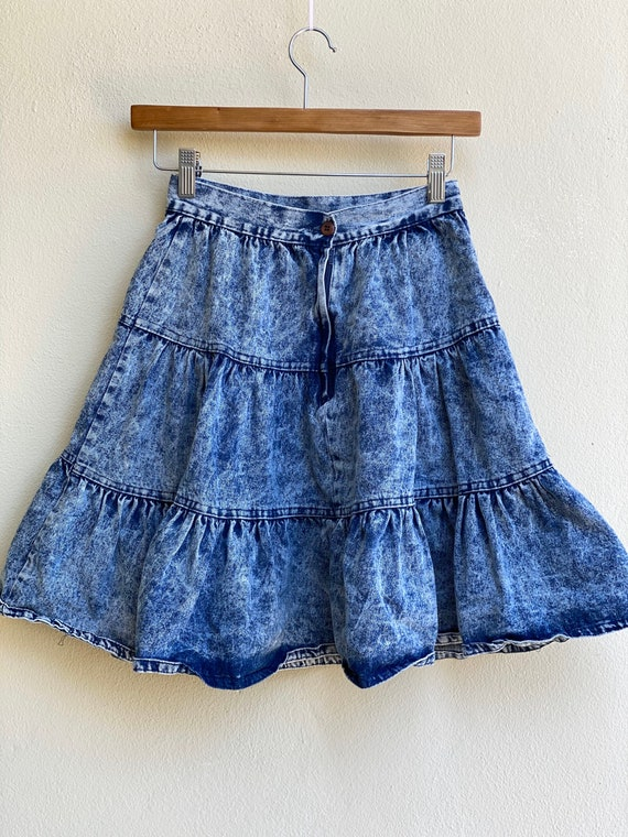 1980s Acid Wash Denim Skirt / High Waisted Tiered