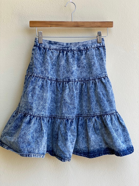 1980s Acid Wash Denim Skirt / High Waisted Tiered… - image 4