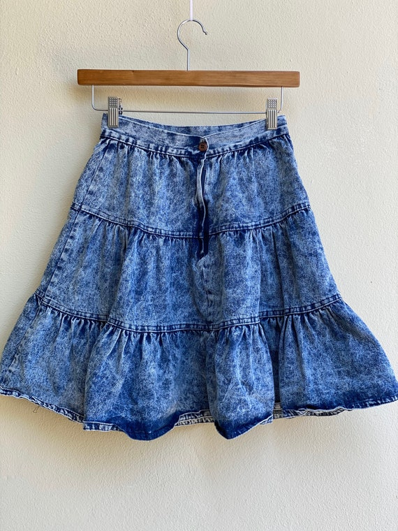 1980s Acid Wash Denim Skirt / High Waisted Tiered… - image 5