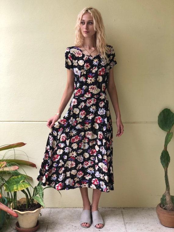 Virtual Garage Sale / 90's Easy Maxi Dress /Floral
