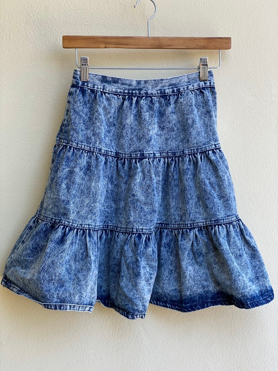 1980s Acid Wash Denim Skirt / High Waisted Tiered… - image 2