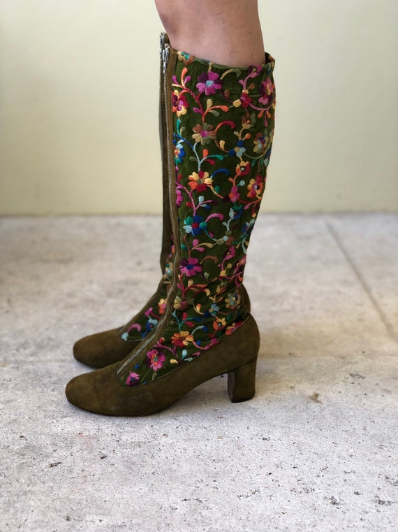 6 US / 1960s Embroidered Boots / Mod Boots / Vinta