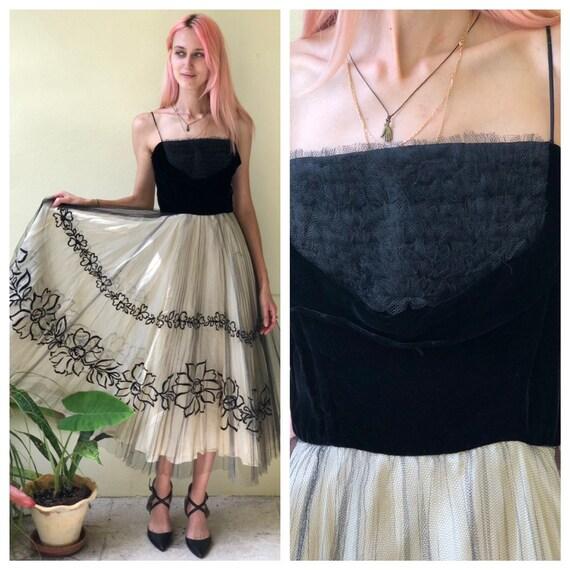 1950's Prom Dress / Black Velvet and White Tulle E