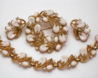 Vintage 1959 CROWN TRIFARI Pebble Beach  Poured Glass Pink Necklace, Brooch & Earrings SET
