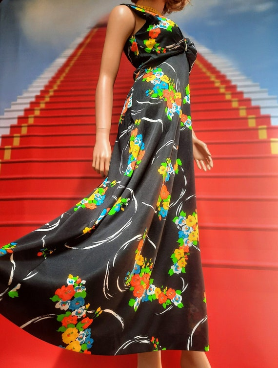 1970s vintage black and bold floral print maxi dis