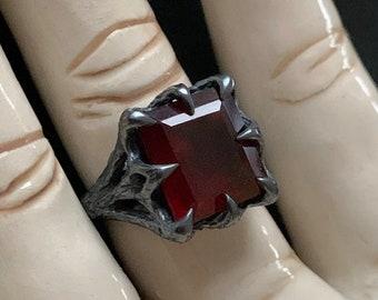 The Dark Embrace Ring - Hessonite Garnet