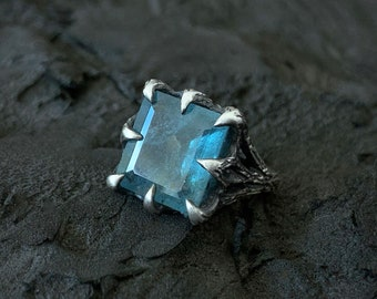 The Dark Embrace Ring - Moss Aquamarine