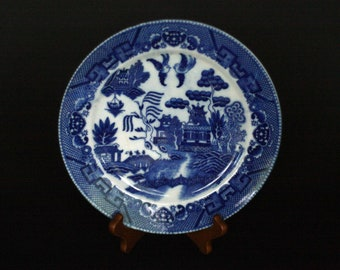"""vintage blue willow 9 1/8"""" dinner plate made in japan"""