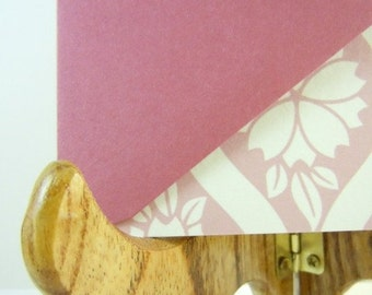 Set of 8 blank Flat note cards with a floral design