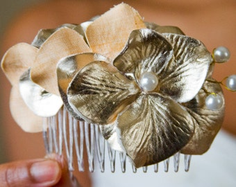 30% OFF // Elegant Gold and Pearl Flower Hair Comb // High End Hair Styling Products // Luxury Hair Care Accessories // High-End Hair Pieces