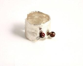 """Bague en argent réticulé avec deux petites perles de jaspe """"Las Lunas"""""""
