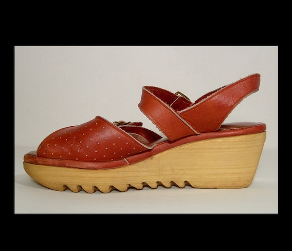 Size 7.5 ~ 1960s 1970s rust brown red leather plat