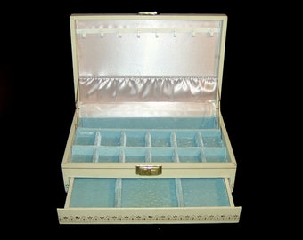 White Mele jewelry case locking w key ~ baby blue crushed velvet & oyster satin ~ large 1950s bombshell pin up box ~ Made in Canada