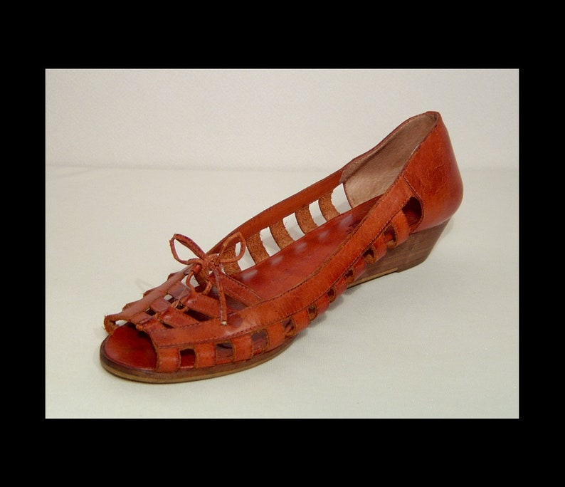 5b88913977b72 8.5 ~ 1970s 1980s brown leather cage wedge heel shoes ~ peep toe huarache  sandals w wood ~ 9 West Brazil ~ open work cut outs espadrilles