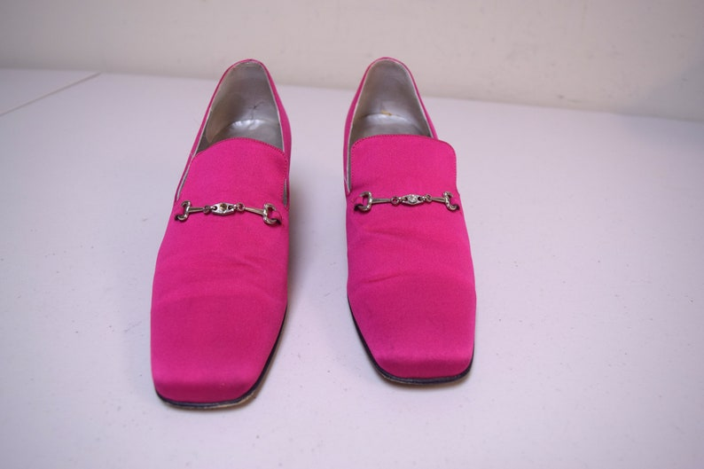 476aa750a36 KENNETH COLE Fuchsia Hot Pink Satin Block Heel Bit Loafer