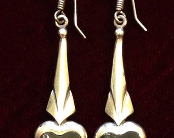 Sterling silver 1980's vintage earrings with black heart shape stone