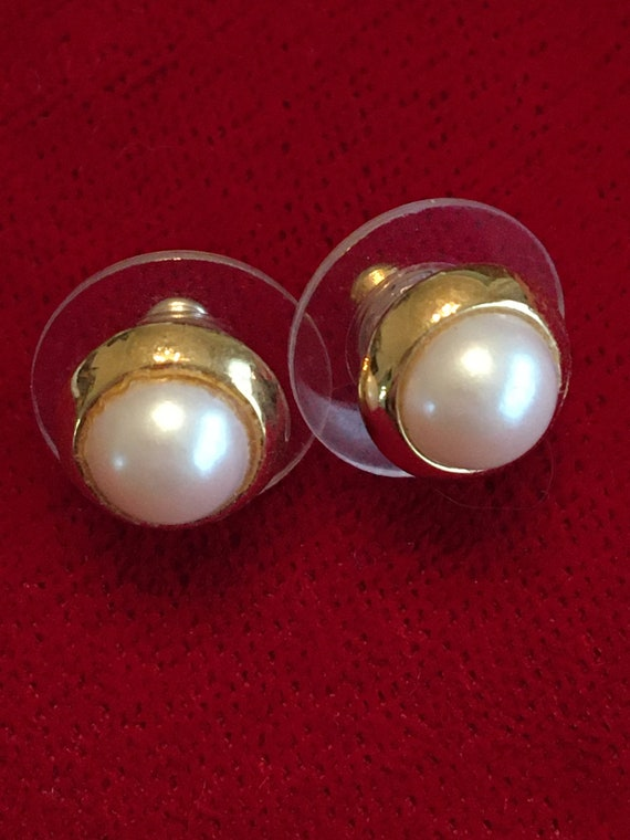 1980's vintage post earrings. Pearl like & gold to