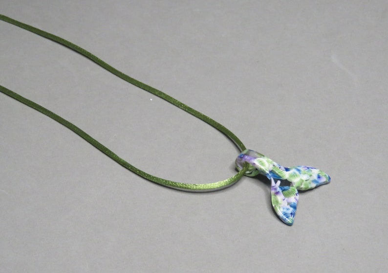 Acrylic Whale FlukeTail on Rattail Necklace 3 Colors
