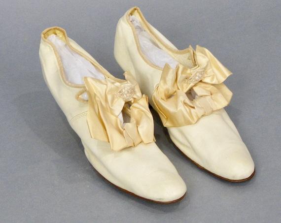 Antique 1900s Edwardian Cream Kid Leather Beaded Silk Ribbon Bow Wedding Shoes