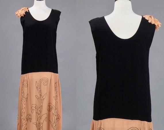Vintage 1920s Flapper Dress, Roaring 20s Beaded Crepe Drop Waist Dress, Medium
