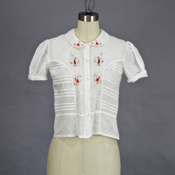 Vintage 1940s Blouse, 40s Embroidered Folklore Blouse, White Cotton Peter Pan Collar Peasant Blouse with Traditional Folklore Farmers