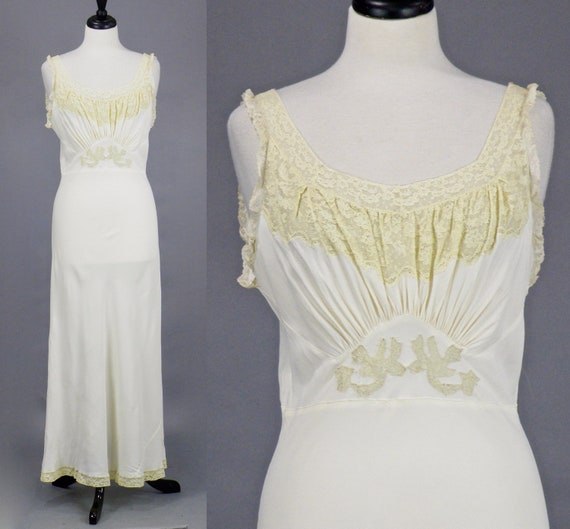 Vintage 1930s 40s Ivory Rayon and Lace Bias Cut Nightgown, Bridal Nightgown, 30s Lingerie, Trousseaux by Terris S - M