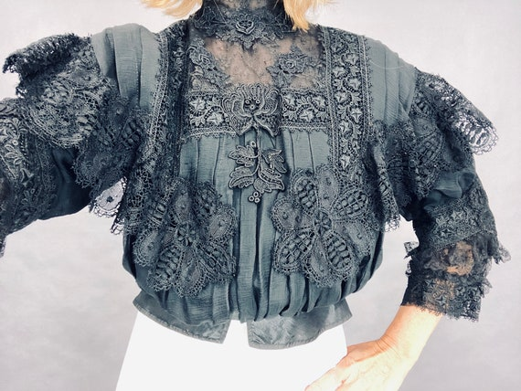 Early 1900s Victorian Edwardian Black Silk Lace Gibson Girl Pigeon Blouse, Burns Importer Duluth, XS