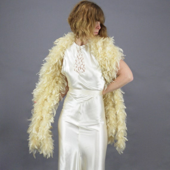 Vintage 1920s Cream Feather Boa Bridal Wrap, Lush Art Deco Feather Shawl Stole